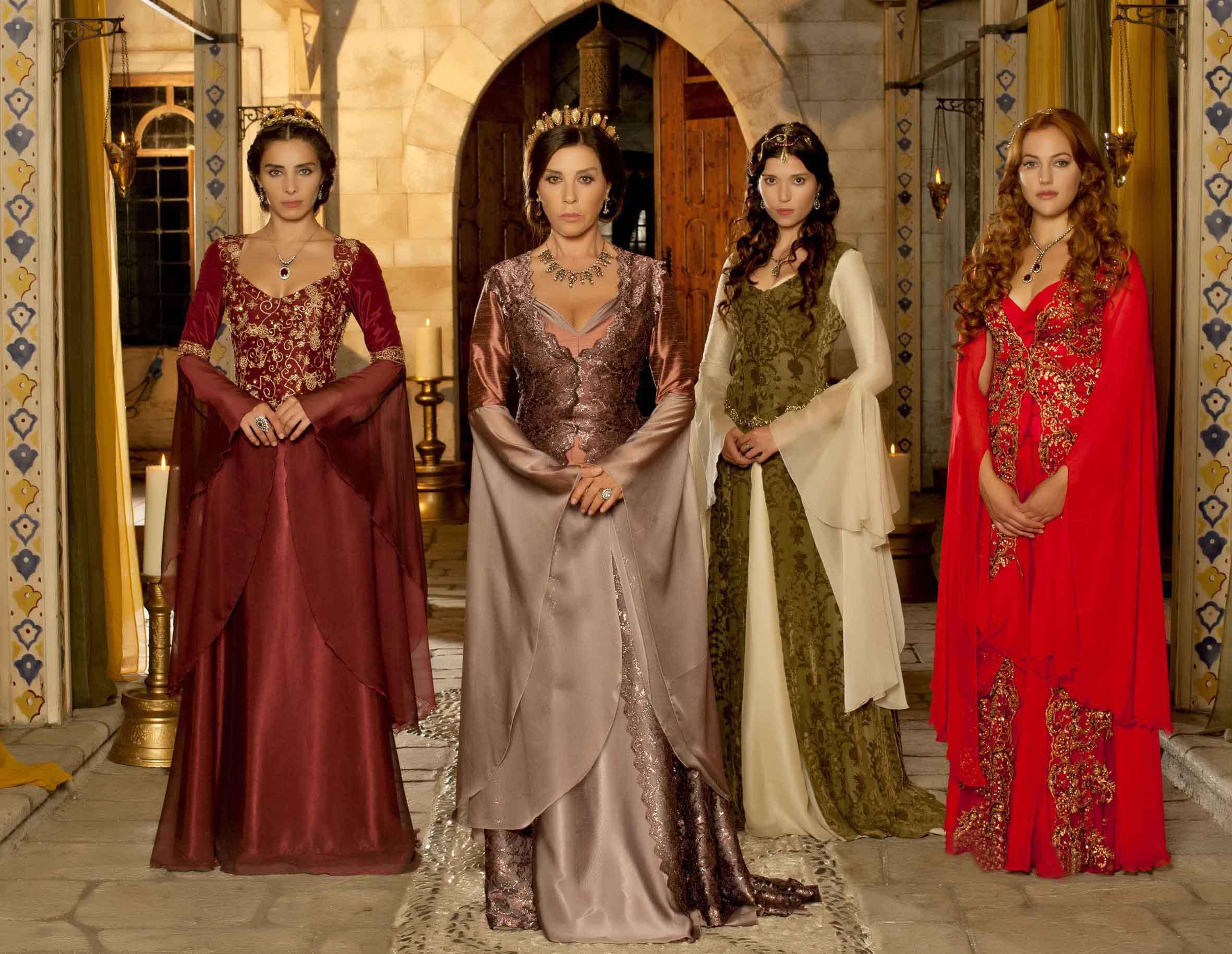Как одевались султанши, наложницы султана и его дети