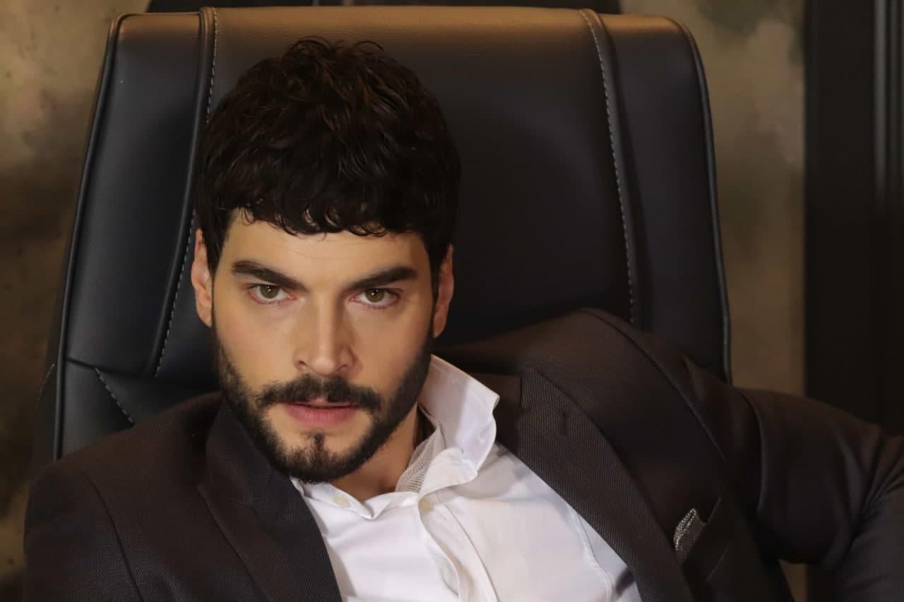 Турецкий актёр Акын Акынозю